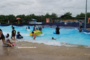 Desa Waterpark artificial waves