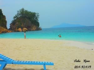 Rawa Island beach overlooking reef