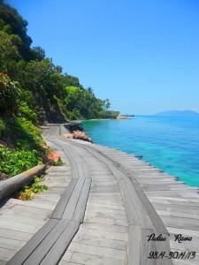 Rawa Island beach side walking platform