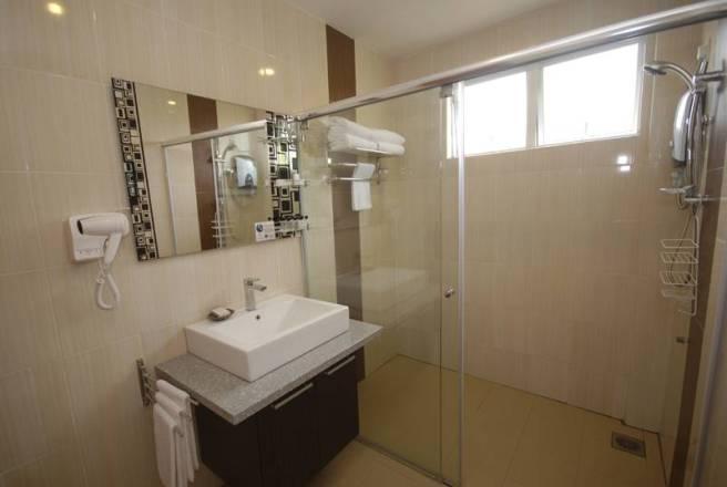 Tioman Dive Resort Deluxe Bathroom