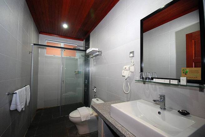 Tioman Dive Resort Executive Bathroom
