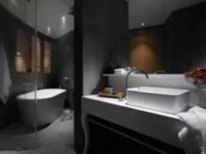 Studio Suite Bathroom