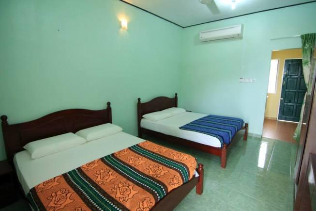 Salang Indah Standard Aircond Room interior