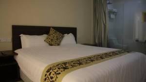 azio hotel deluxe room