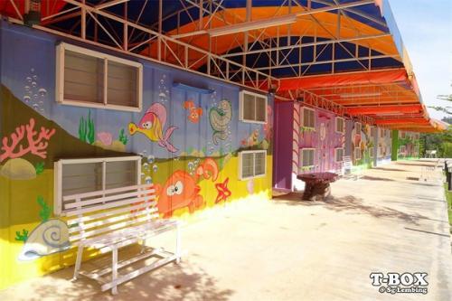 T Box Colorful Cabin