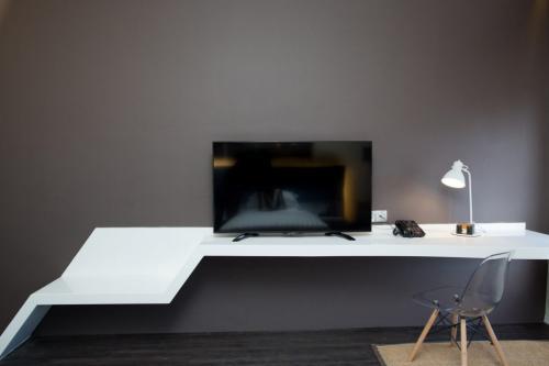 Deluxe-Plus-TV-1024x683