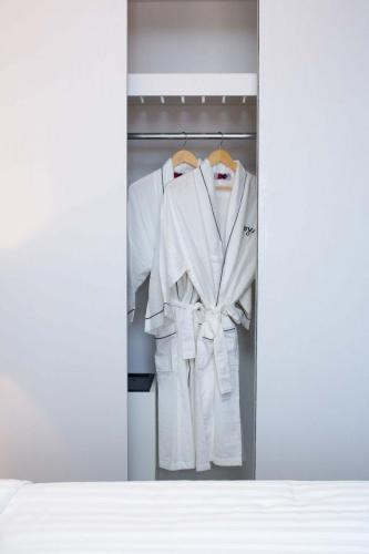 Superior-Closet-Bath-Robe-683x1024