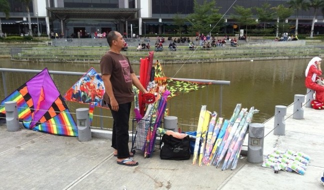 Setia City Mall kite vendor
