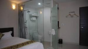 azio hotel bath room